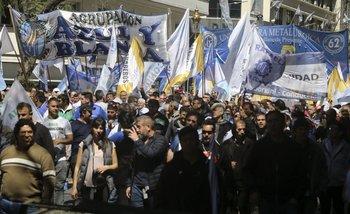 En la semana de la marcha de la CGT, el secretario de Trabajo viajó al exterior | Trabajo