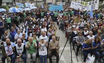 Escándalo: El Gobierno recorta a los abuelos que no se pudieron jubilar | Pensiones