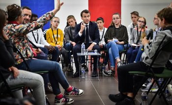 """Francia: Emmanuel Macron explica a los alumnos quiénes son los """"Chalecos amarillos""""   Francia"""