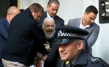 Detuvieron a Julián Assange en Londres, tras seis años de asilo en la embajada de Ecuador | Estados unidos
