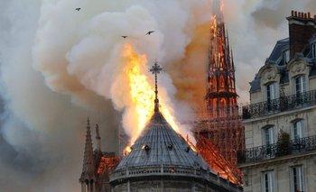 VIDEO: Así se cayó la aguja de la Catedral de Notre Dame | Francia