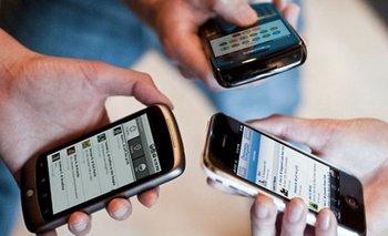 Anuncios de Macri: prometen congelar tarifas de celulares, pero las empresas ya informaron aumentos   Telefonos celulares