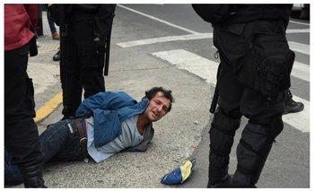 Video impactante: así la Policía de Larreta le plantó piedras a un detenido | Horacio rodríguez larreta