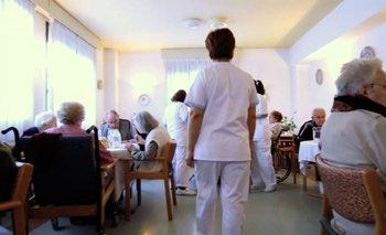 Nuevas medidas para cuidar a los ancianos en geriátricos   Coronavirus en argentina