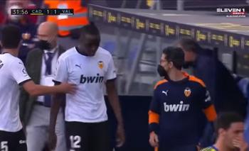 Escándalo racista en el fútbol español: Valencia se fue de la cancha | Fútbol