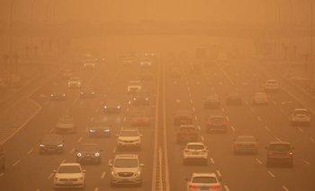 Una niebla tóxica y tormentas de arena ponen en riesgo a Beijing | China