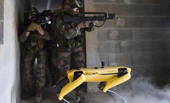 El ejército francés utiliza un robot para realizar maniobras militares | Francia