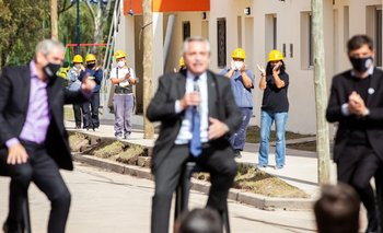 Junto a Alberto Fernández, Axel Kicillof entregó 48 viviendas en Avellaneda | Provincia
