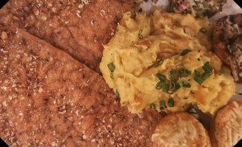 Milanesas de cerdo súper fáciles con puré de batatas y manzana | Recetas de cocina