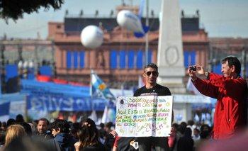 #VivaLaPatria: Los festejos de la gente en la Plaza   Semana de mayo