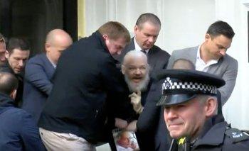 Condenan a casi un año de prisión a Assange por violar su libertad condicional | Julian assange