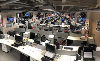 Tras masivos despidos, una periodista volvió a su puesto de trabajo en Clarín   Despidos en clarín