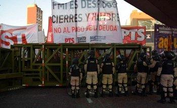 Trabajadores despedidos cortan subida al Puente Pueyrredón | Ciudad de buenos aires