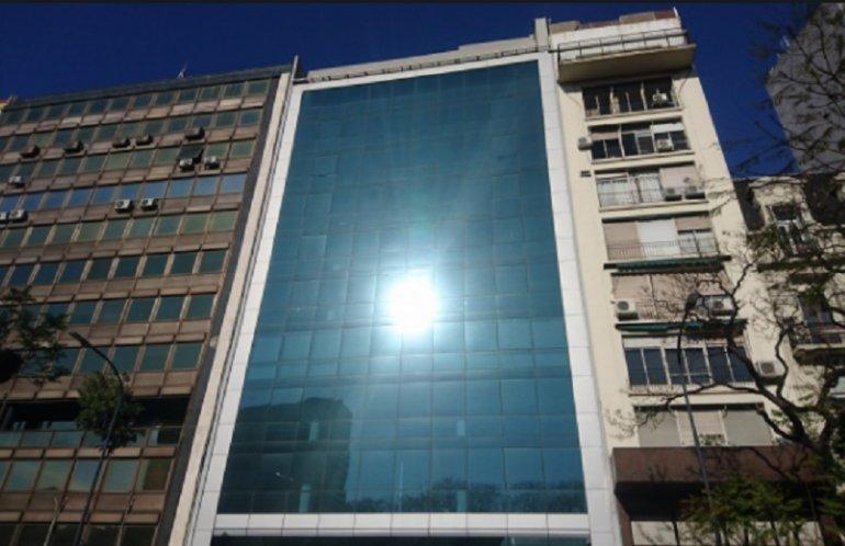 El edificio construido por Caputo cuesta casi 6 millones de pesos mensuales al Estado.