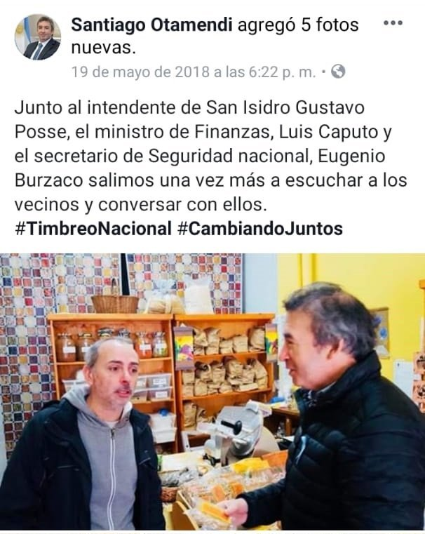 Del Facebook de Santiago Otamendi: participando de un timbreo para Cambiemos.
