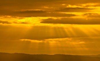 Misterioso planeta gigante tiene el cielo amarillo | Fenómenos naturales