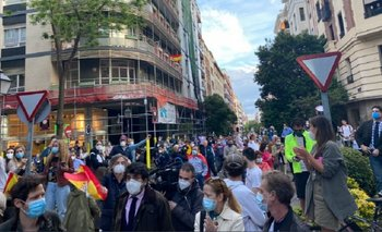 España: Hicieron un cacerolazo contra la cuarentena | Coronavirus