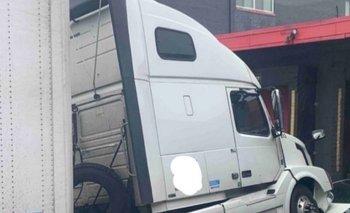 Lo echaron y aplastó el auto de su jefe con un camión | Estados unidos