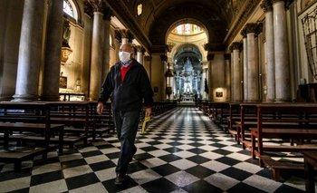 Reabren las iglesias: sin misas ni agua bendita | Iglesias