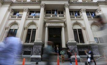 BCRA eleva a 37%  la tasa de interés para plazos fijos minoristas | Crisis económica