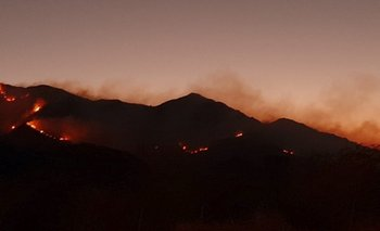 Voraz incendio azota a las sierras de San Luis   Incendio forestal