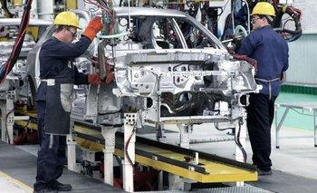 Fiat vuelve a fabricar automóviles en su planta de Córdoba | Coronavirus en argentina