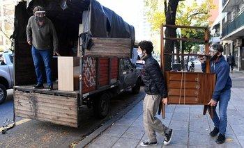 Vuelven las mudanzas y la venta de ropa en PBA | Coronavirus en argentina