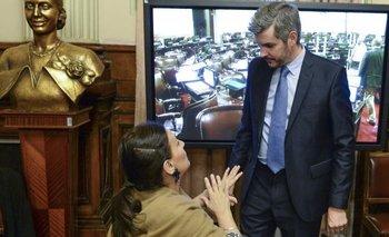Denuncian a Michetti y Peña por contrataciones millonarias | Revés para cambiemos