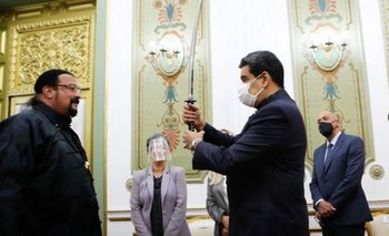 Venezuela: Steven Seagal visitó a Maduro y le regaló una espada samurai | Venezuela