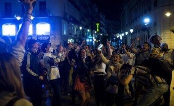 Insólito: fiestas en España por el fin del toque de queda por COVID | España