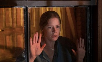 La mujer en la ventana: Hitchcock no la hubiese aprobado | Estrenos de cine