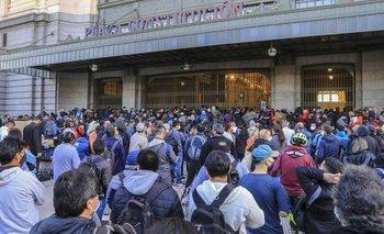 Caos en Constitución: una protesta mantuvo cortadas 4 horas las vías del Tren Roca | Transporte