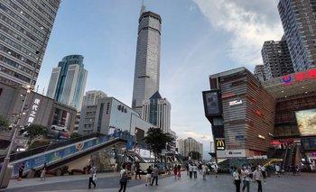 Pánico en China: un rascacielos empezó a temblar y debió ser evacuado | Video