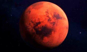 La alucinante fotografía de un cráter brillante en Marte | Espacio exterior