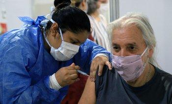 Nuevo récord en la vacunación: aplicaron 376.815 dosis en un día   Vacuna del coronavirus