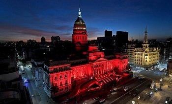 Salud menstrual: el Congreso se iluminó de rojo para concientizar  | Salud pública