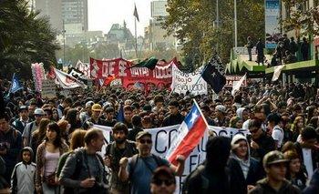 Chile: 100 mil jóvenes protestaron en las calles | Educación