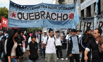 A lo Chano: el líder de Quebracho chocó contra autos estacionados   Provincia