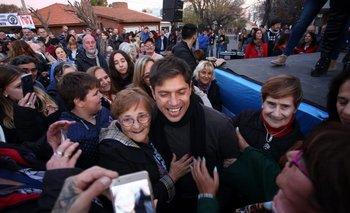 Ante un multitud, Kicillof siguió de campaña en Bahía Blanca  | Pidió por la unidad