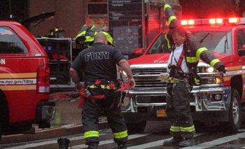 Un helicóptero se estrelló contra un edificio en Nueva York | Tensión en estados unidos