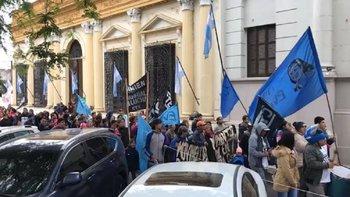 Corrientes: le exigen al gobernador de Cambiemos que declare la emergencia social   Crisis económica