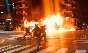 Almagro: explotó y se prendió fuego un colectivo  | Ciudad de buenos aires