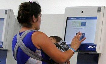 Alberto anunció un bono de $15 mil a la AUH y monotributistas | Asignación universal por hijo
