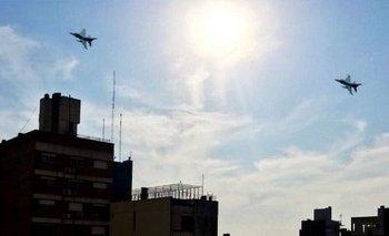 Aviones militares sobrevolaron Rosario y generaron pánico | Día de la bandera