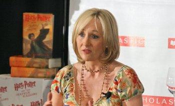 Su transfobia le pasó factura: Duro revés para J.K Rowling | Literatura