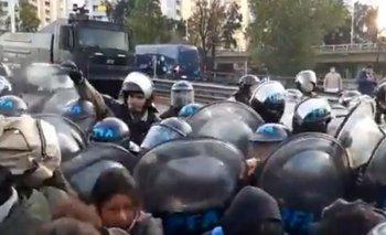 Protesta e incidentes en Puente Pueyrredón entre manifestantes y Prefectura | Frente de izquierda de los trabajadores