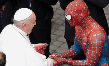 Sorpresiva visita de Spider Man al Papa en el Vaticano | Papa francisco