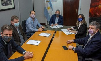 Galmarini y Ferraresi lograron un acuerdo de trabajo estratégico en el conurbano | Firma de convenio