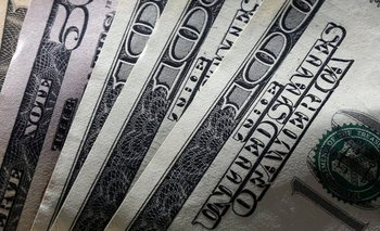 El dólar blue pega otro salto y ya supera los $14 | Bancos
