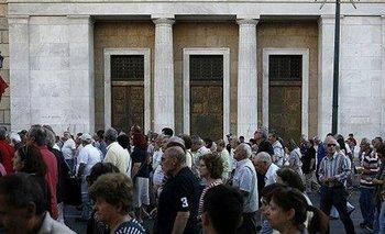 Grecia reabre sus bancos y aplica subas del IVA   Bancos